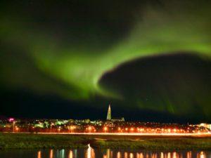noorderlicht-ijsland-2015-hallgrimskirkja_northernlights_jpg