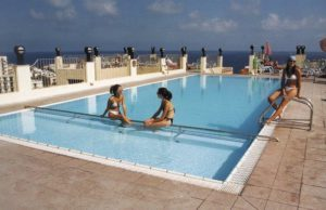 santana-outdoor-pool